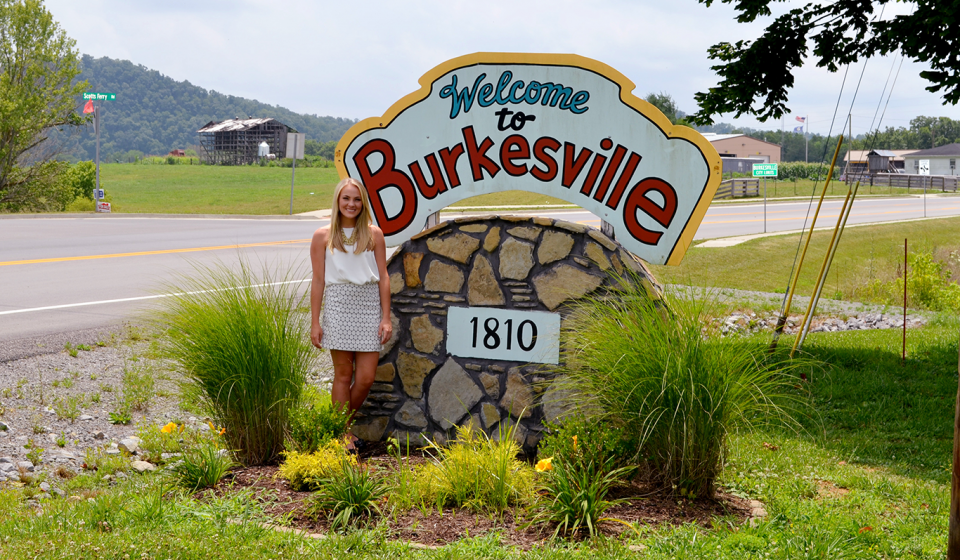 A 4-H'er and student at the University of Kentucky is making a big difference in her hometown.
